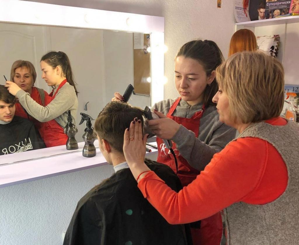 Идет набор на курсы парикмахеров